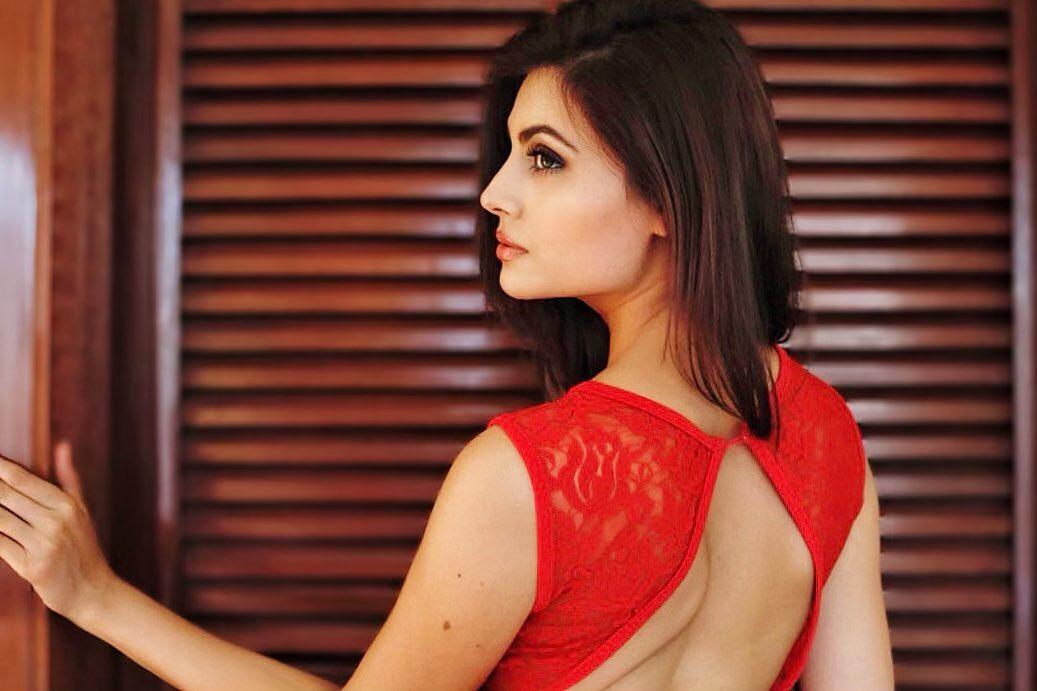 मालतीनं पहिल्यांदा 2014मध्ये मॉडलिंग क्षेत्रात प्रवेश केला. फेमिना मिस इंडिया दिल्लीमध्ये तीला उपविजेतेपदावर समाधान मानावे लागले होते.