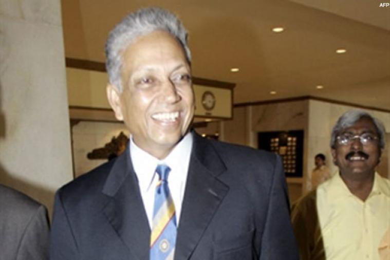 तर, मोहिंदर अमरनाथ यांनी आपल्या फलंदाजीनं इमरान खान ते माल्कम मार्शल यांच्यासारख्या खेळाडूंना आकर्षित केले. मोहिंदर अमरनाथ यांचा 1983च्या वर्ल्ड कप विजयात मोलाचा वाटा होता.