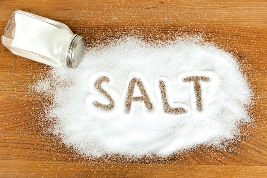 साखर आणि मीठ या दोन गोष्टी एकत्र वापरू नका. यामुळे शरीरात लठ्ठपणा वाढतो.