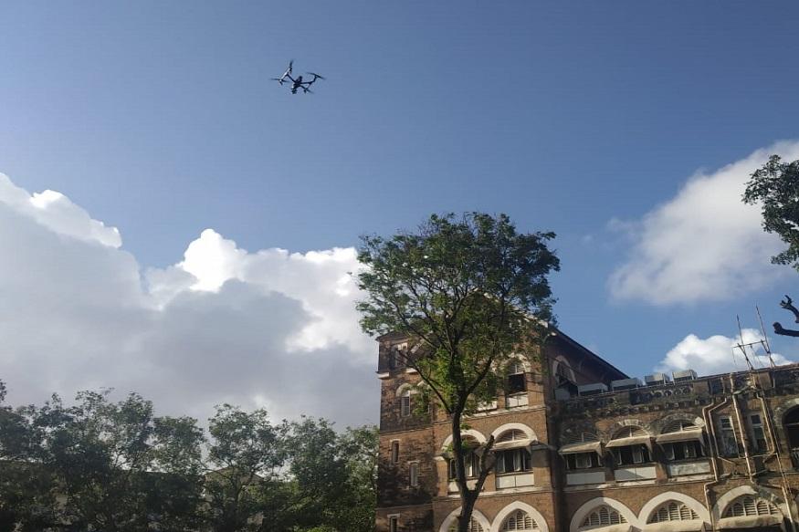 800 मीटरच्या परिसरात असलेले ड्रोन याने शोधता येतील आणि खाली उतरवता येईल. त्यामुळे संशयास्पद ड्रोन उतरवून ते नष्ट करणं मुंबईत पोलिसांना सहज सोपं होईलच पण ड्रोन उडवणाऱ्या व्यक्तीचा शोधही घेता येईल.
