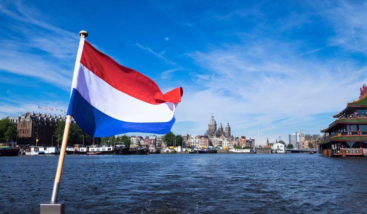 सहाव्या स्थानावर नेदरलँड हा देश आहे. या व्यवसायात जागतिक बाजारपेठेत या देशाची 3.2 टक्के भागीदारी आहे.