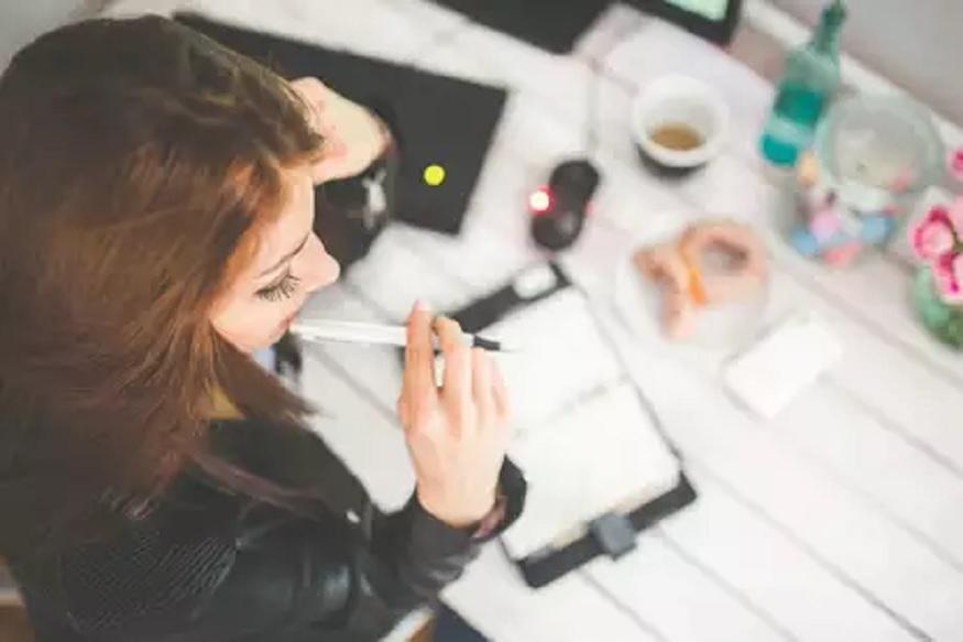 ऑफिसमध्ये महिलांनाच का वाजते सर्वात जास्त थंडी