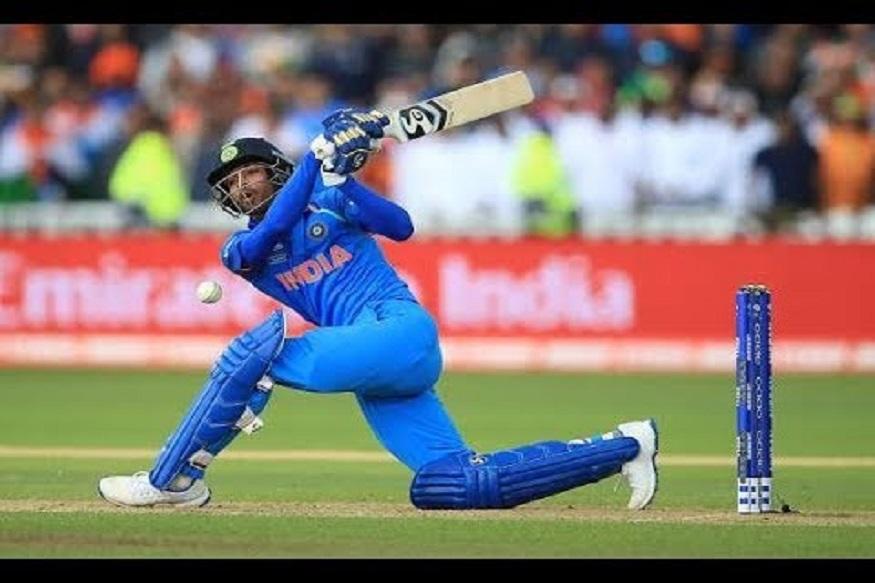 भारताचा अष्टपैलू खेळाडू हार्दिक पांड्याने त्याच्या खेळात गेल्या सहा महिन्यात बदल केला आहे. तो भविष्यात 7 नंबरचा प्रबळ दावेदार ठरू शकतो. आयपीएलमध्ये त्याची कामगिरी दिसली आहे. याशिवाय सध्या तो भारताच्या तीनही संघात खेळतो.