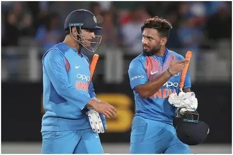 तुफान फटकेबाजीसह 65 धावा करत आंतरराष्ट्रीय टी20 मध्ये पहिलं अर्धशतक केलं. भारताच्या यष्टीरक्षकानं एका टी20 सामन्यात केलेल्या या सर्वाधिक धावा आहेत. त्यामुळं पंतनं धोनीचा सर्वात मोठा विक्रम मोडला आहे.
