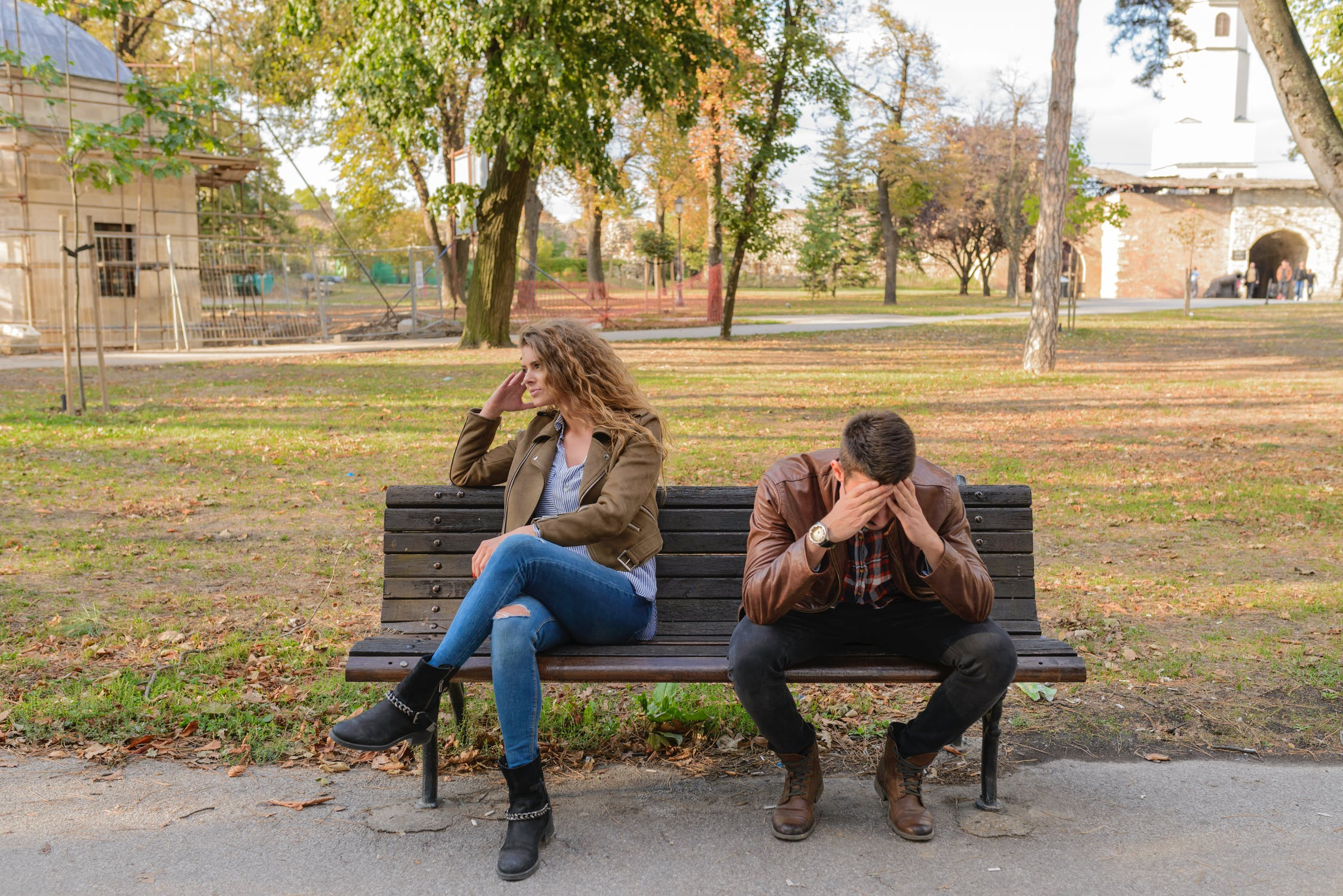 हार्मोनच्या कमी- जास्त होण्यामुळे लोकांमध्ये औदासिन्य आणि तणाव वाढतं आणि या सर्व गोष्टींचा राग जोडीदारावर काढला जातो.