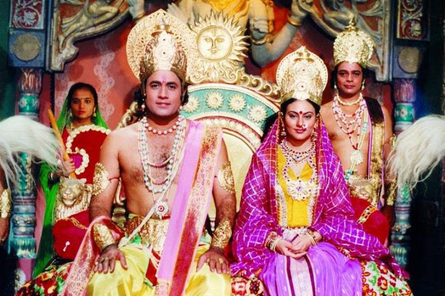 रामानंद सागर यांच्या 'रामायण' या मालिकेत श्रीरामची पत्नी सीता माता यांची भूमिका साकारणारी अभिनेत्री दीपिका चिखलिया सध्या खूप चर्चेत आली आहे. 54 वर्षीय ही अभिनेत्री सध्या फेसबुक सारख्या सोशल मीडियावर खूपच सक्रिय असलेली दिसून येत आहे.