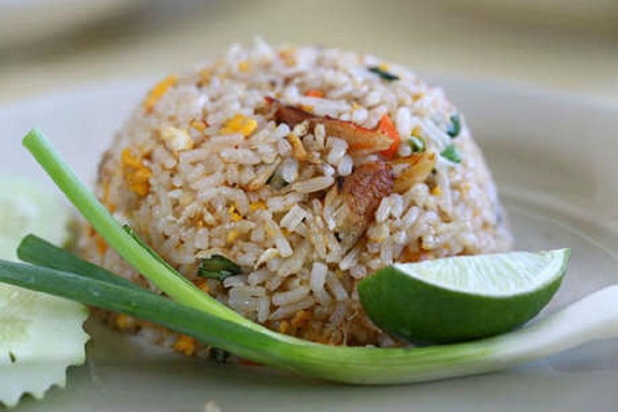 शिळा भात खाऊ नये, असं अनेकांचं म्हणणं असतं. पण तुम्हाला माहीत आहे का, शिळ्या भातानेच पोटाच्या अनेक समस्या सहज दूर होतात.