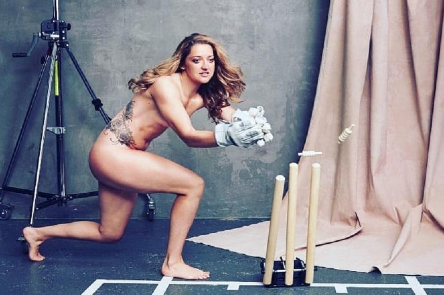 क्रिकेटपटूनं शेअर केला न्यूड फोटो; म्हणाली, कम्फर्टेबल नव्हते तरीही गर्व आहे