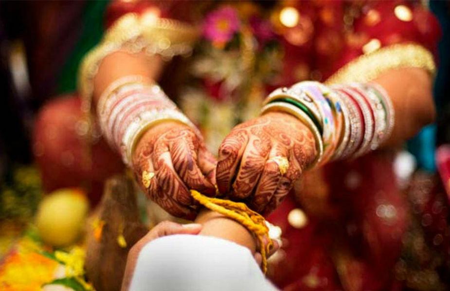 फक्त तो- लग्नाचा अर्थ त्या सर्व प्रेम संबंधांवर पूर्णविराम देणं. लग्नापूर्वीपर्यंत अनेकजण क्रश, फ्लिंग अशा शब्दांची मदत घेऊन अनेक नाती सुरू असतात. एका व्यक्तीसोबत आयुष्य घालवण्यासाठी प्रचंड समर्पण असणं गरजेचं आहे.