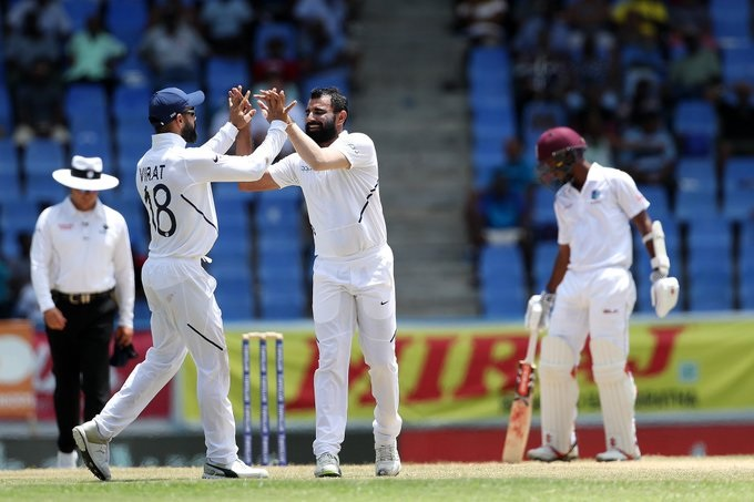 भारताकडून ईशांत शर्माने सर्वाधिक 5 विकेट घेतल्या तर मोहम्मद शमी, बुमराह आणि जडेजा यांनी प्रत्येकी एक गडी बाद केला. सध्या जेसन होल्डर 10 धावांवर खेळत होता. तर मिगुएल कमिन्स त्याच्यासोबत मैदानात होता.