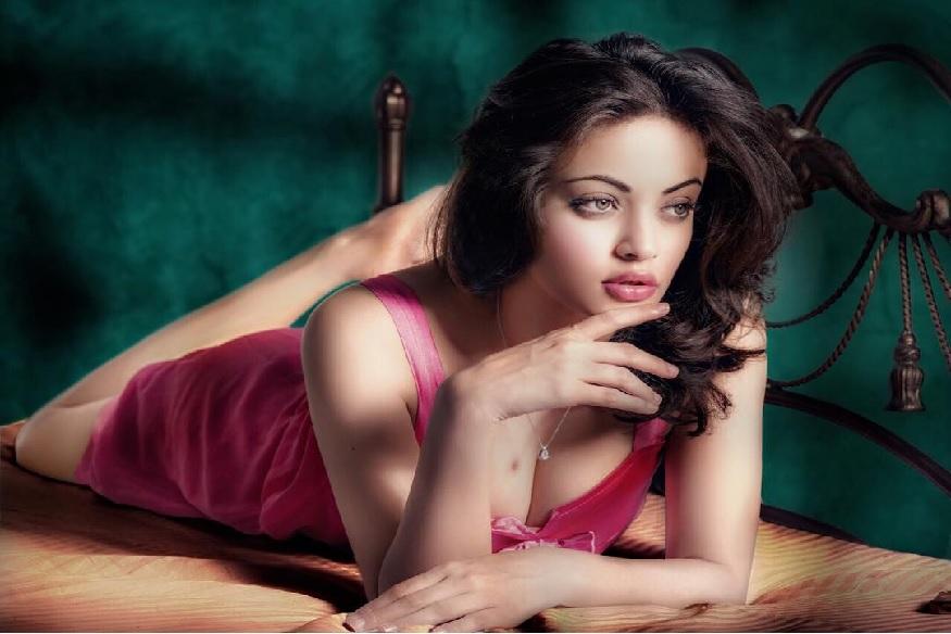 सलमान खानच्या अभिनेत्रीनं मादक अदांनी केलं घायाळ, BOLD फोटोशूट VIRAL