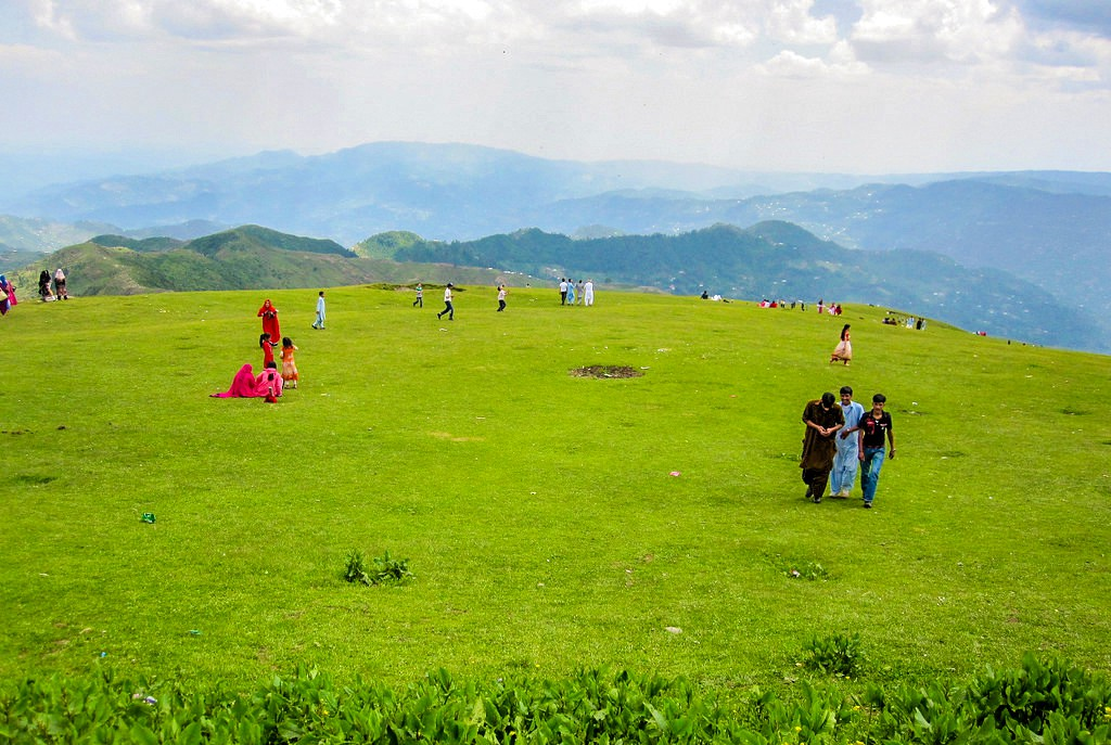 तोली पीर हे उंचीवरचं पठार रावलकोट शहराजवळ आहे. हिरवाईने नटलेला हा परिसर समुद्रसपाटीपासून 8800 फुटांवर आहे.