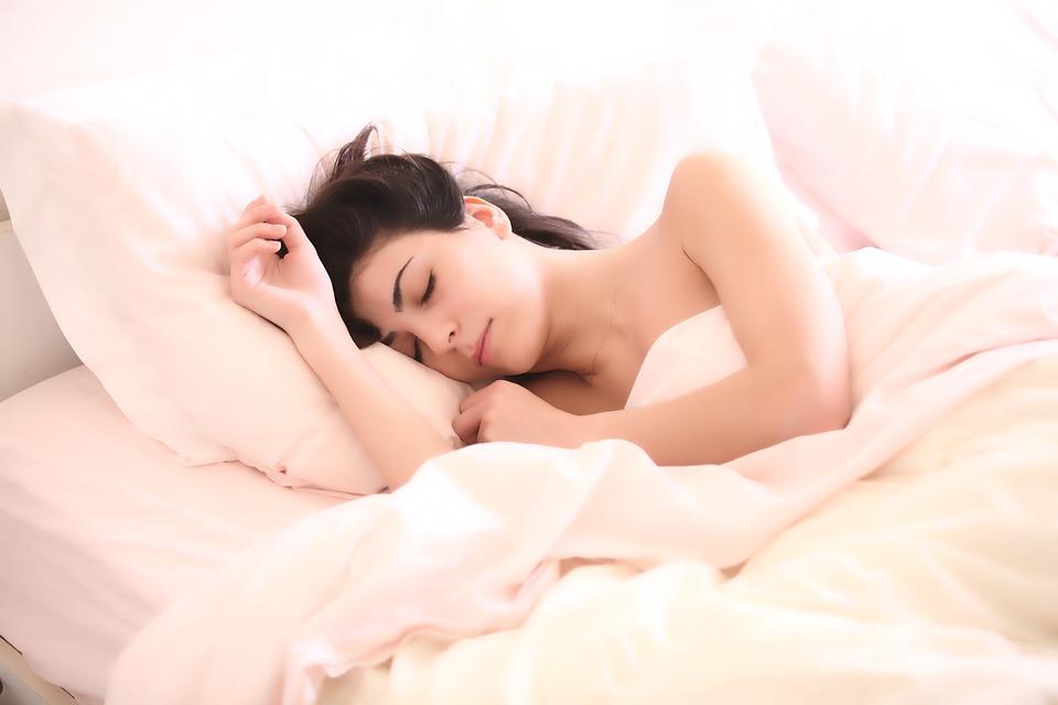 या उलट ज्या महिलांनी सांगितलं की, त्यांची सेक्स लाइफ पूर्वीसारखी राहिली नाही, त्याचं मुख्य कारण अपुरी झोप होती.