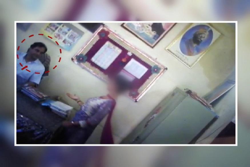 एका सरकारी शाळेचा व्हिडिओ सध्या सोशल मीडियावर व्हायरल झाला आहे. या व्हिडिओमध्ये शाळेचे मुख्याध्यापक शाळेच्या दोन महिला शिक्षकांसह अश्लील कृत्य करताना दिसत आहेत.