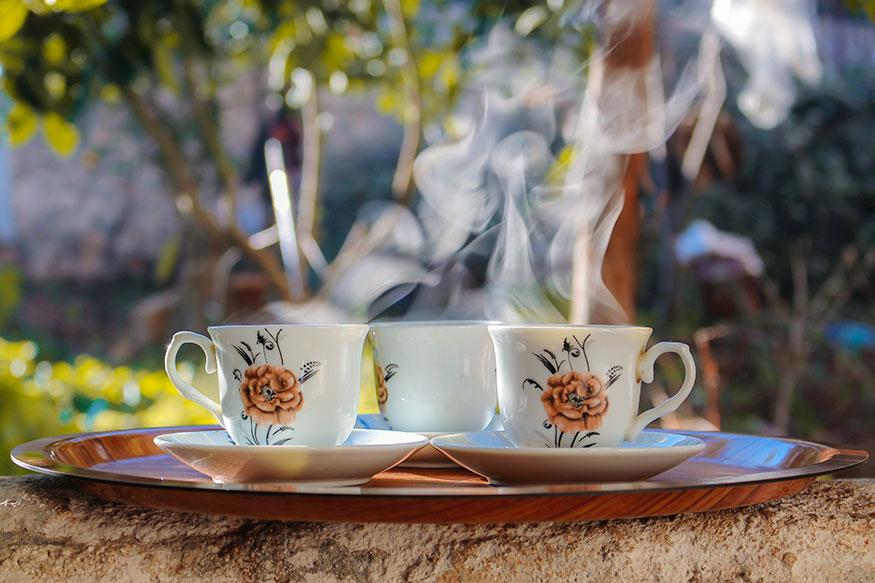 चहाची सवय सुटत नाही- चहा, कॉफी, ज्यूस, सॉफ्ट ड्रिंक्स यांमध्ये मोठ्या प्रमाणात कॅलरी असते. त्यामुळे तातडीने यावर नियंत्रण मिळवा.