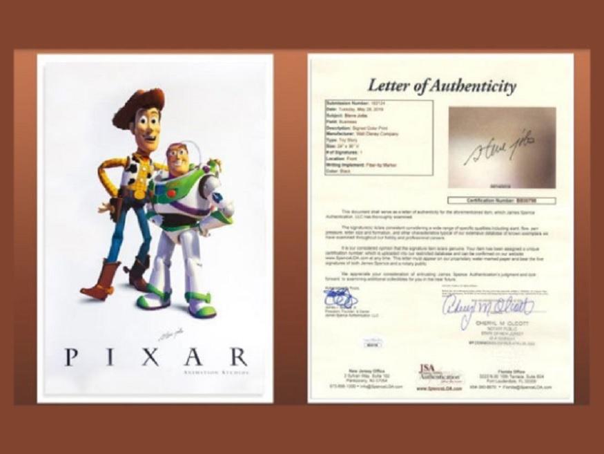 1995 ला प्रदर्शित झालेल्या टॉय स्टोरी चित्रपटाच्या पोस्टरवर दोन मुख्य कलाकारांना दाखवण्यात आलं होतं. चित्रपटाच्या प्रदर्शनानंतर जॉब्ज यांनी यावर सही केली होती.