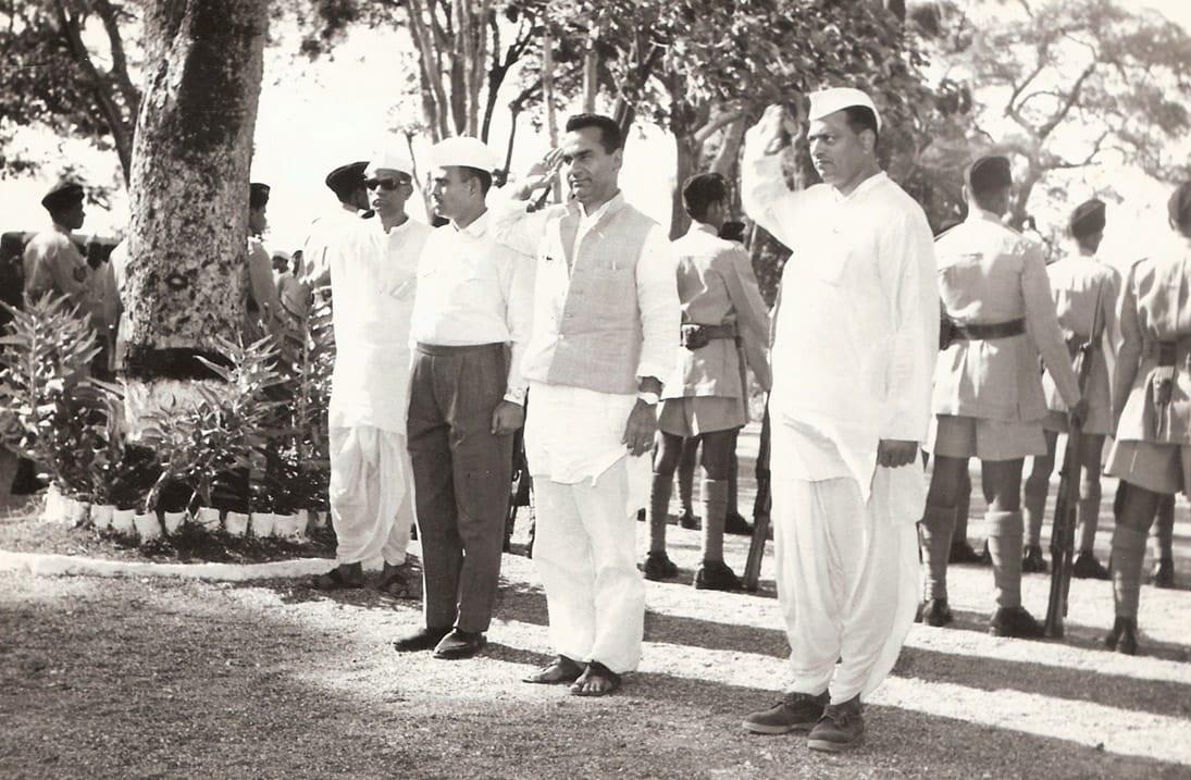 कमालिचे तत्वनिष्ठ आणि प्रामाणिक नेता अशी त्यांची वेगळी ओळख होती. महाराष्ट्र राज्य सरकारच्या पहिल्या मंत्रिमंडळातील मंत्री होते.