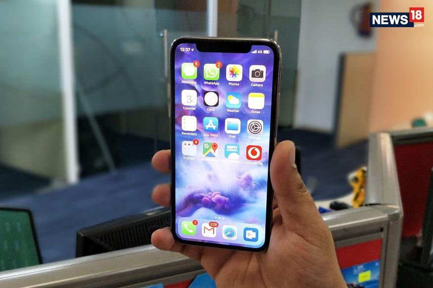 आतापर्यंत कंपनी रिटेल कंपन्या, अॅमेझॉन आणि फ्लिपकार्ट यांच्या माध्यमातून त्यांच्या उत्पादनांची विक्री करत होती. आता अॅपलची स्टोअर्स सुरू होणार आहेत.