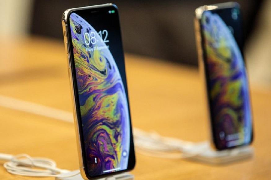 एक लाख 14 हजार रुपये किंमतीचा iPhone XS 256GB आता एक लाख 3 हजार रुपयांत मिळत आहे. तर iPhone XS 64GB 89,900 रुपयांत मिळतो.