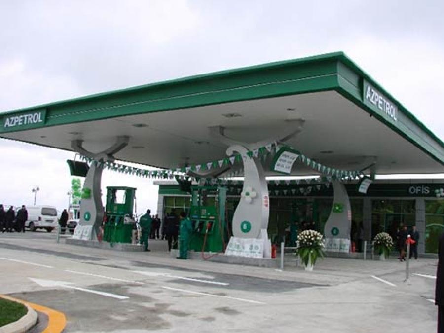 जगात सर्वात स्वस्त किमतीत तेल विकणाऱ्या टॉप-10 देशांमध्ये शेवटच्या क्रमांकावर आहे अझरबैजान. या देशात पेट्रोलची किंमत 33.87 रुपये प्रति लीटर आहे.