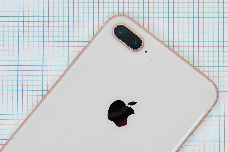 गेल्या वर्षी लाँच झालेल्या फोनशिवाय आयफोन 8 आणि 8 प्लस यांच्याही किंमती कमी झाल्या आहेत. 8 प्लस 64 जीबी फोन 69 हजार रुपयांवरून 49 हजार इतका झाला आहे. या फोनची किंमत 20 हजार रुपयांनी कमी झाली आहे.