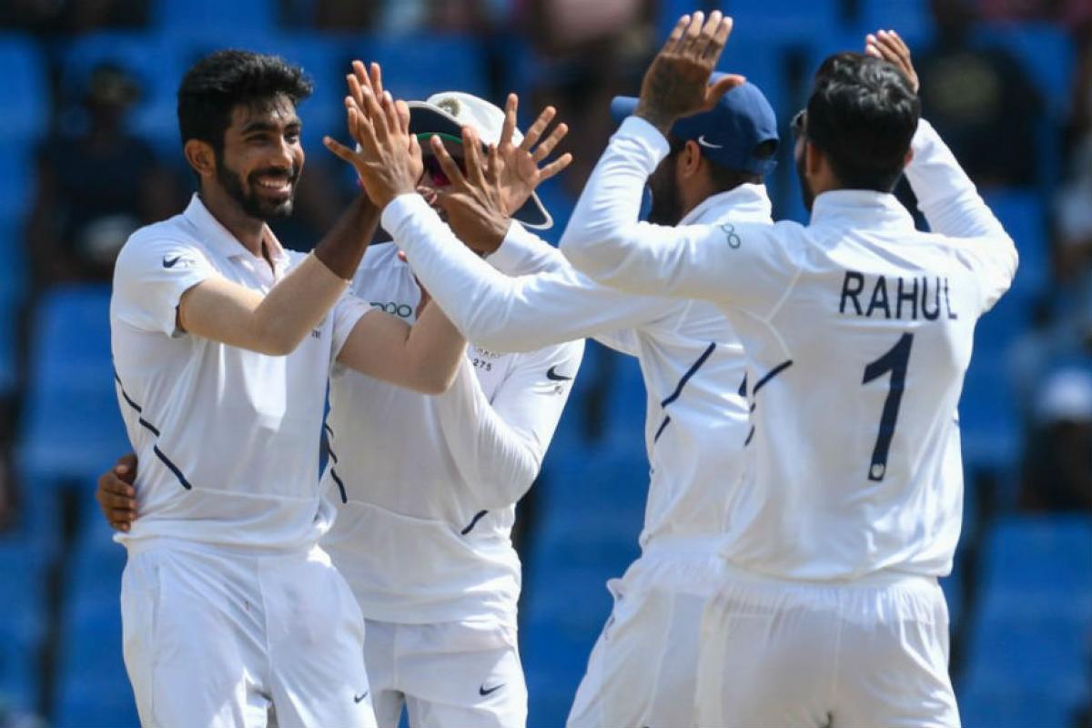 दरम्यान यावेळी बुमराहनं यशा मागचे राज सांगितले. इंग्लंडमध्ये ड्यूक चेंडूनं केलेल्या गोलंदाजीचा फायदा बुमराहला वेस्ट इंडिजमध्ये झाला. त्यामुळं कसोटी क्रिकेटमध्ये हॅट्ट्रीक घेणारा बुमराह तिसरा फलंदाज ठरला आहे.
