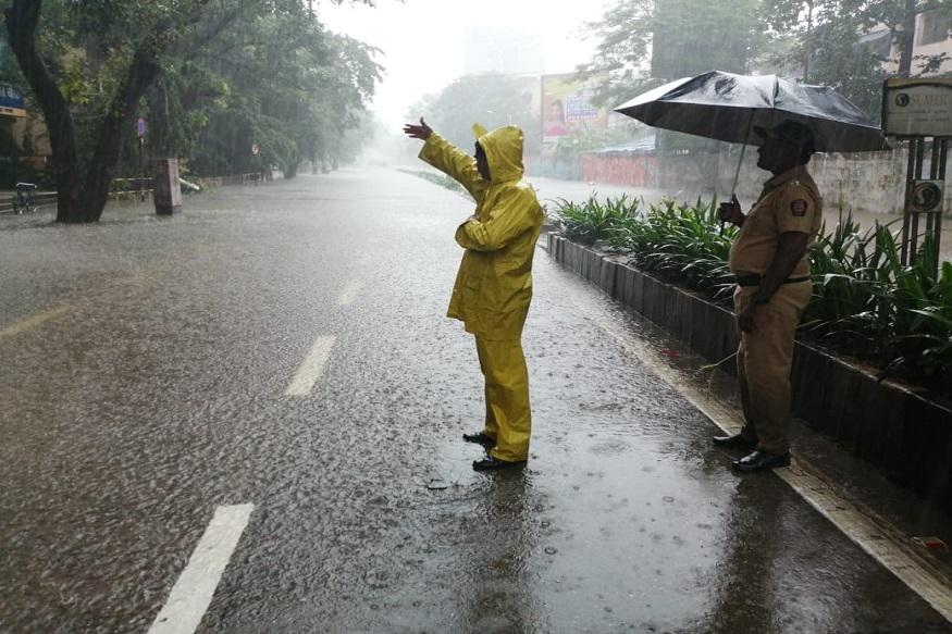 ठाणे, भिवंडी, डोंबिवली, कल्याण, नवी मुंबई, वसई, विरार, पालघरमध्ये पावसाचा जोर कायम आहे.