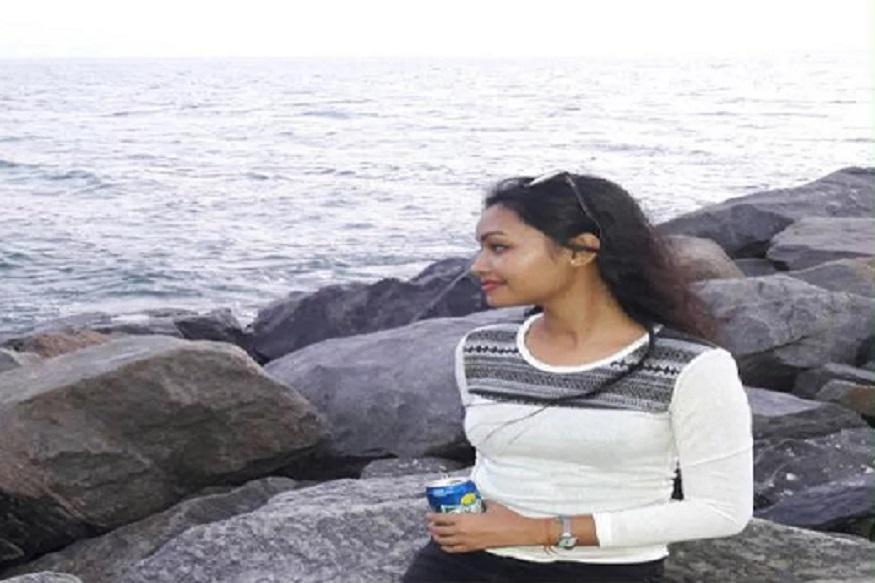 अनुप्रियाचे वडिल मॉरिनियास लाकडा ओडिशामध्ये पोलीस कॉन्स्टेबल आहेत. तिचं दहावीपर्यंतचं शिक्षण कॉन्व्हेंट स्कूलमध्ये झालं. 12 वी पर्यंतचं शिक्षण सेमिलिदुगामधल्या एका शाळेत झालं.