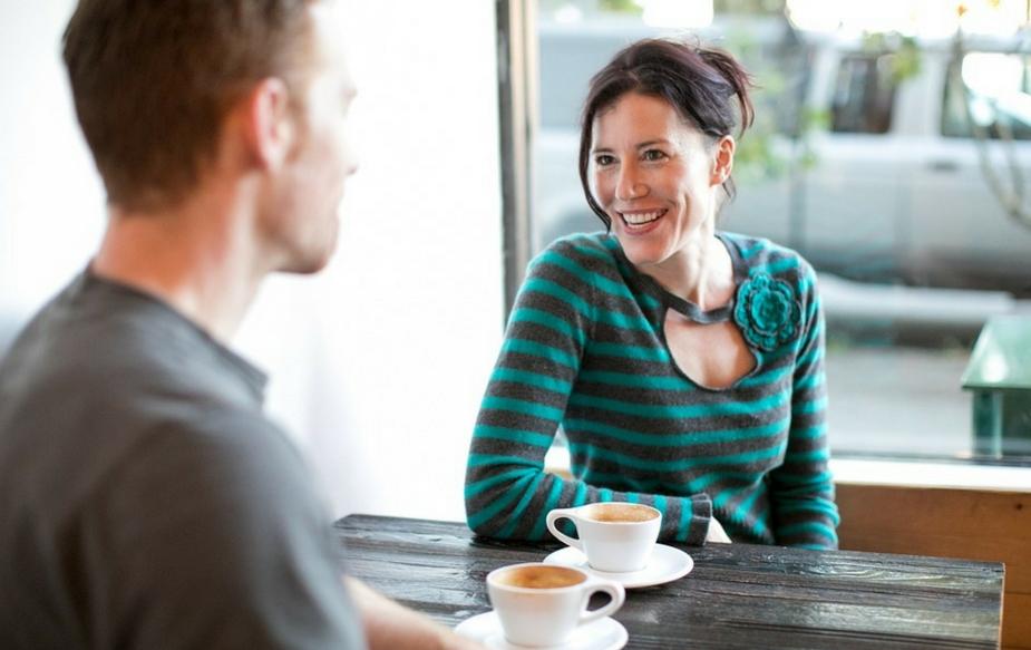 फार कमी लोकांना हे माहीत आहे की त्यांच्या आयुष्यातील अनेक रहस्य हे त्यांच्या मुठीत आहेत. तुमच्या हस्तरेखांमध्ये तुमचा जोडीदार, प्रेमसंबंध आणि लग्नाशी निगडीत अनेक गोष्टी सांगण्यात आलेल्या आहेत.