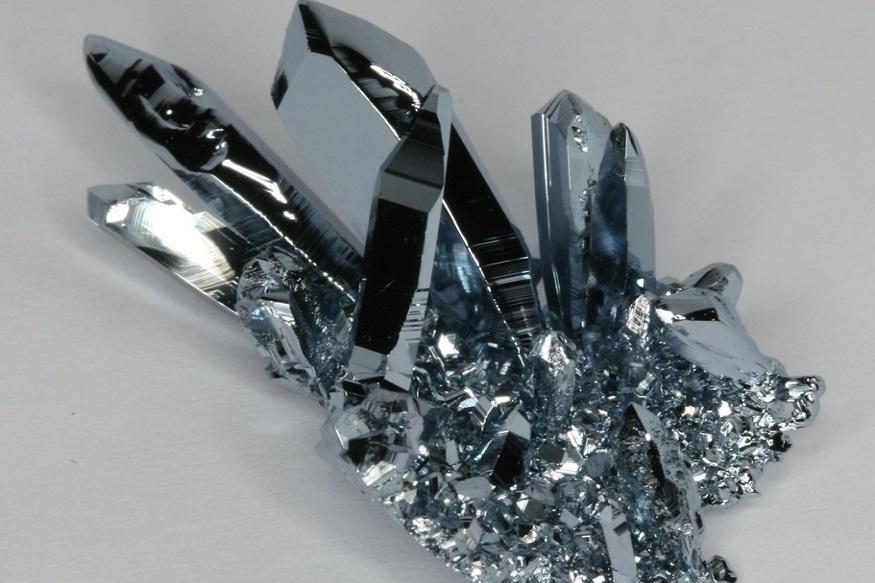 अँटिमॅटरनंतर कॅलिफोर्नियम दुसरी महागडी वस्तू आहे. याच्या एक ग्रॅमची किंमत 170.91 कोटी रुपये इतकी आहे. या वस्तूंचा वापर न्यूक्लिअर रिअॅक्टरमध्ये केला जातो.