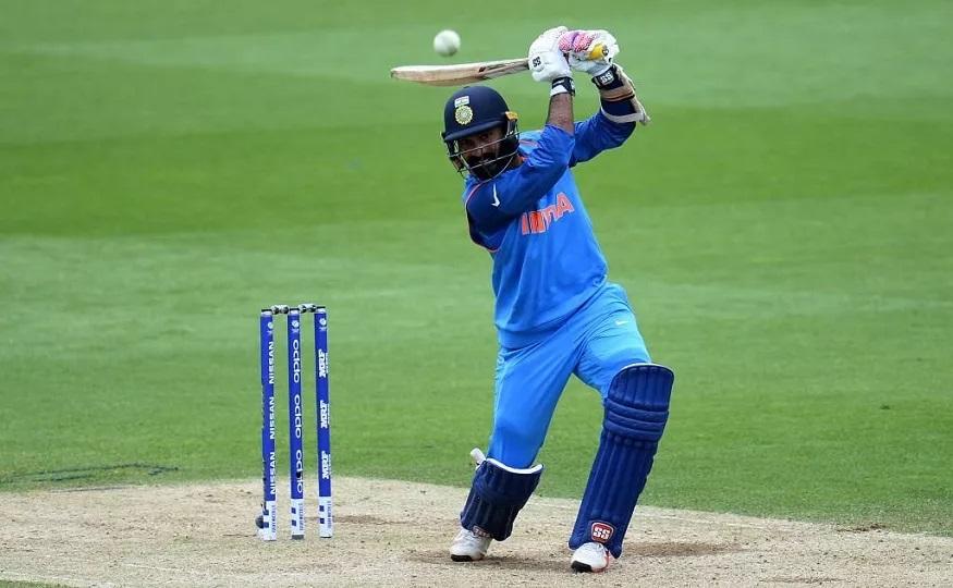 दरम्यान टी-20 वर्ल्ड कपमध्ये टीम इंडियात संधी मिळावी यासाठी आणखी एक खेळाडू धडपडत आहे. या खेळाडूचे नाव आहे दिनेश कार्तिक. 35 वर्षीय कार्तिकनं मागच्या वर्षी ऑस्ट्रेलियाविरोधात झालेल्या सामन्यात 30 आणि 22 धावा केल्या होत्या. त्यामुळं कार्तिकला आयपीएलच्या खेळीवर संघात स्थान मिळेल.