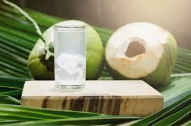 हँगओवर झालं असेल तर त्यावर नारळाचं पाणी प्यावं. एका नारळात 200 मिलीलीटर किंवा त्याहून जास्त पाणी असतं. याशिवाय हे एक लो-कॅलरा ड्रिंंक आहे.