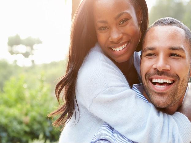माफी मागितल्याने तुम्ही लहान आणि पत्नी मोठी होईल असं नाही. पण सॉरी बोलताना काही गोष्टी लक्षात ठेवा. तुम्ही मागितलेली माफी मनापासून आहे की नाही हे पत्नीला लगेच कळू शकतं. शिवाय जिथे सॉरी बोलण्याची गरज आहे तिथे नक्की बोला. यात कुठेही इगो मध्ये आणू नका.