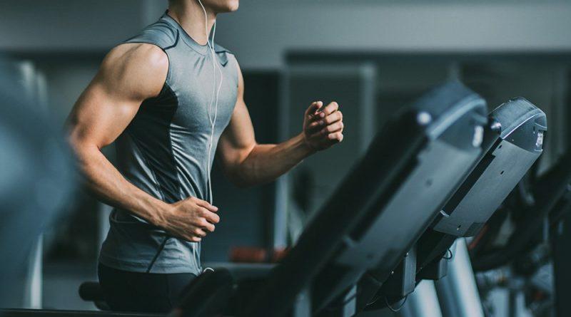 आपल्या रोजच्या व्यायामाच्या कामगिरीवर नजर असू द्या-रोज आपण किती व्यायाम करतो यावर नजर ठेवा. याने स्वतःला सुधारण्यास मदत होईल.