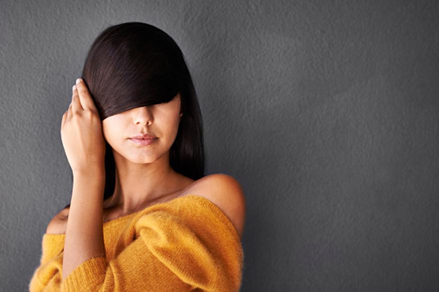 केस गळणं ही हल्ली सगळ्यांचीच समस्या झाली आहे. फार कमी लोकांना माहीत आहे की शरीरात 5 व्हिटॅमिन कमी झाल्यासत्याचा सरळ परिणाम केस गळण्यावर होतो.