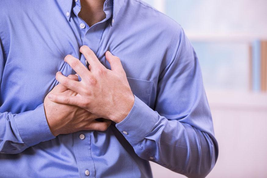प्रत्येक दिवशी हृदयरोगाशी संबंधीत विकार वाढत चालले आहेत. हृदय विकाराच्या झटक्यानंतर व्यक्तीचे प्राण वाचले तरी त्या रुग्णाच्या स्नायूंवर आजाराचा परिणाम होतो. यामुळे स्नायू कमकूवत होतात आणि ते पूर्ववत करणं जवळपास अशक्य होऊन जातं. नुकत्याच झालेल्या एका संशोधनात व्हिटामिन ईच्या मदतीने स्नायूंचं होणारं नुकसान वाचवता येऊ शकतं.