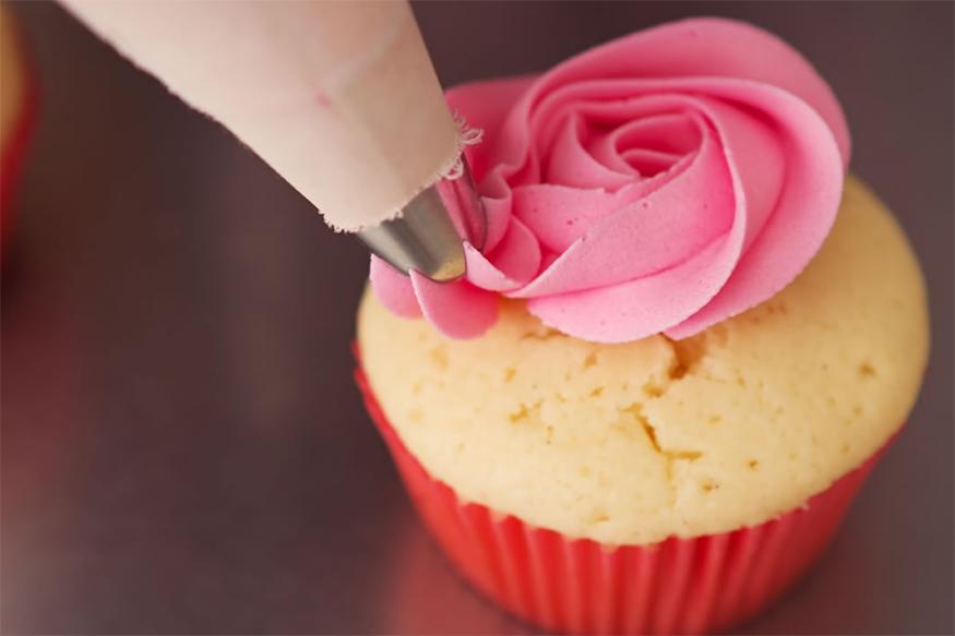 पेस्ट्रीज,डोनट्स आणि केक : त्यानं तुमच्या कॅलरीज वाढतात, त्यामुळे सकाळच्या नाश्त्याला हे अजिबात खाऊ नका.