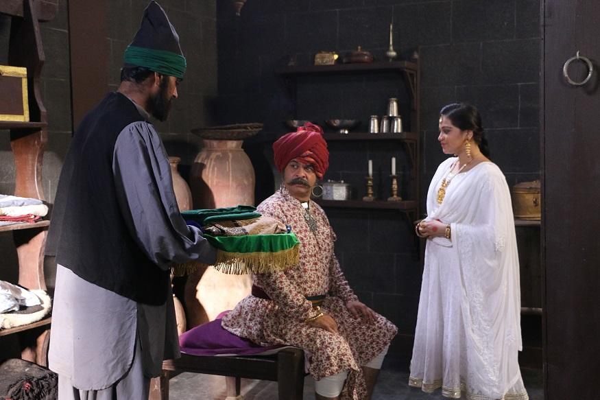 त्यावेळी सिद्धीनं लवंगी दासी कोंडाजी बाबांना भेट दिली होती. या लवंगी बाईवर कोंडाजी फर्जंद यांचं प्रेम होतं आणि तिच्यामुळेच मराठ्यांची जंजिरा मोहीम फसली, अशा काही आख्यायिका इतिहासात आहेत.