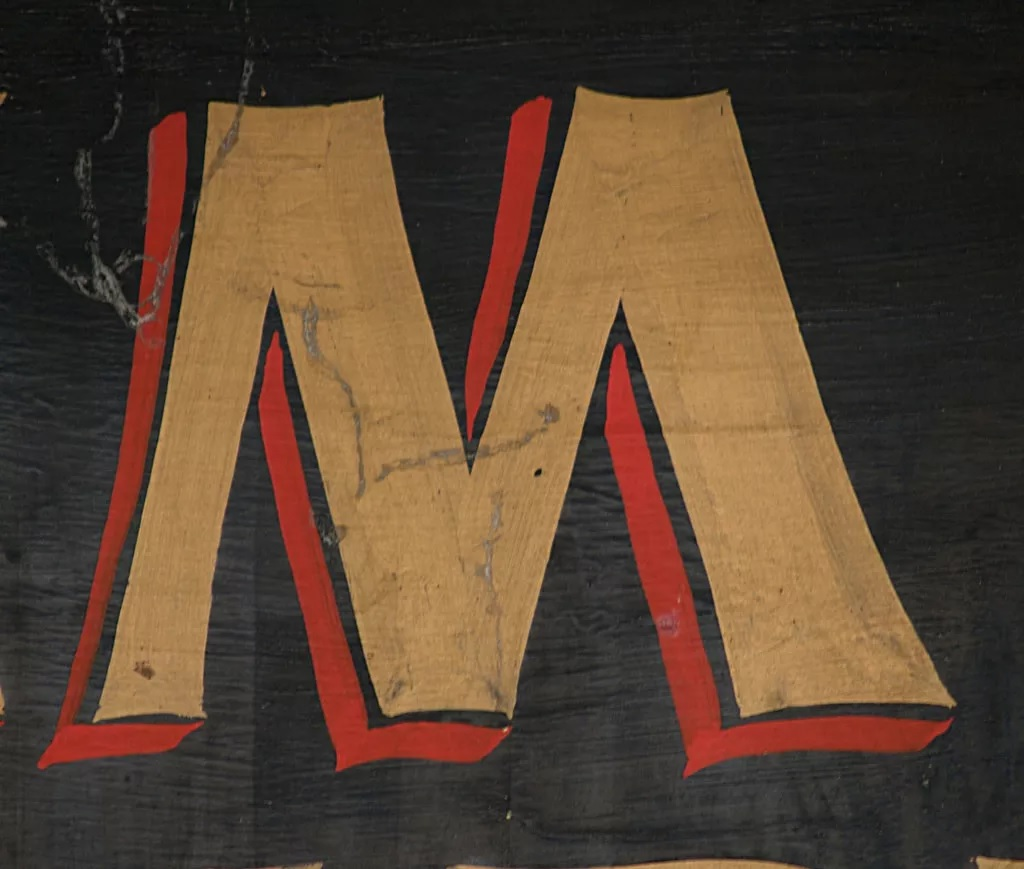 ज्या लोकांचं नाव M अक्षराने सुरू होतं. ते फार प्रामाणिक असतात. ते एकतर पारंपारिक आणि उच्च नैतिक मुल्यांवर विश्वास ठेवतात किंवा अजिबात ठेवत नाहीत.