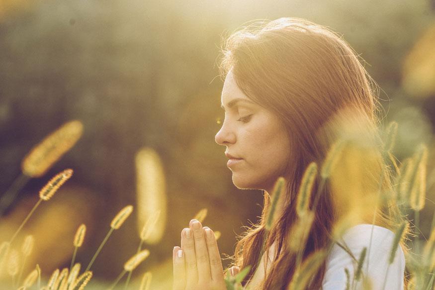 योग- यामुळे अनेक आजारांवर आराम मिळतो. दररोज योग आणि मेडिटेशनमुळे मायग्रेनचा आजार पूर्णपणे जाऊ शकतो.