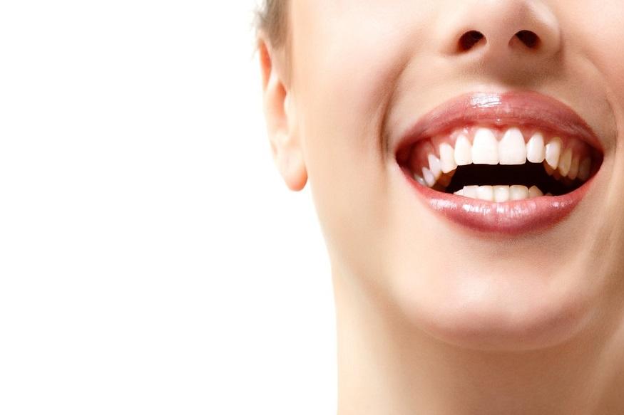 हिंग- दाताच्या दु:खण्यावर रामबाण घरगुती उपाय म्हणजे हिंग. हिंग साधारणत: सगळ्यांच्याच घरी उपलब्ध असतं. उपचारासाठी चिमुटभर हिंग घ्या. त्याला मोसंबीच्या रसात मिसळा. या मिश्रणात कापूस भिजवा आणि भिजलेला कापूस दुखणाऱ्या दाताजवळ पकडा. याने आपल्या दातांचं दुखणे कमी होईल. हा घरगुती उपाय खूप सोपा आणि प्रभावी आहे.