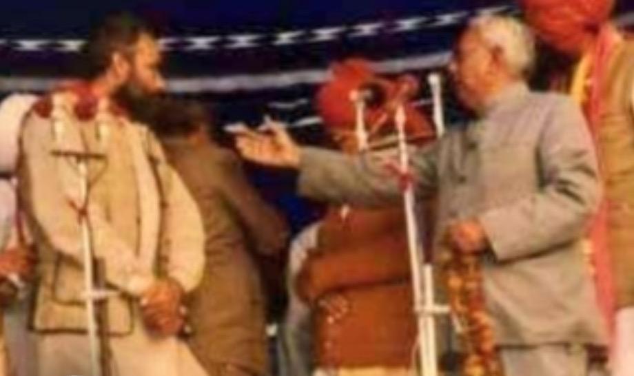 एका कार्यक्रमात भाषण करताना नरेंद्र मोदी
