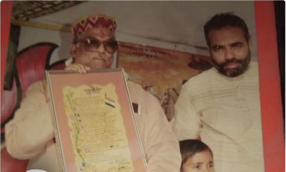 पंतप्रधान नरेंद्र मोदी यांच्या तरुणपणातील फोटो...