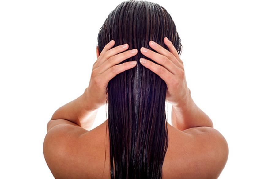 व्हिटॅमिन सी - यामुळे शरीरातली रोगप्रतिकार शक्ती वाढते. अॅलर्जीही होत नाही. दुबळे झालेले केस यामुळे मजबूत होतात.स्ट्राॅबेरी, संत्र, मोसंबं, द्राक्ष, किवी यात जास्त सी जीवनसत्त्व असतं.