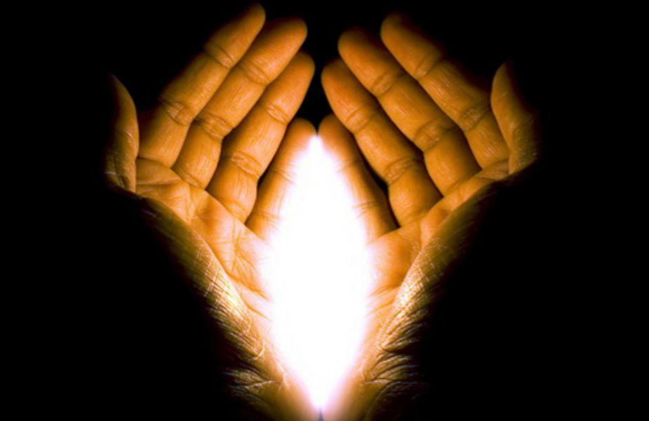 जर तुमच्या उजव्या हाताची भाग्यरेखा ही डाव्या हाताच्या भाग्यरेखेपेक्षा वर आहे तर तुम्ही तुमच्या प्रेमासाठी मोठमोठ्या संकटांचा सामना करायला घाबरणार नाही. प्रेमासाठी तुम्ही सर्व संकटांवर मात कराल.