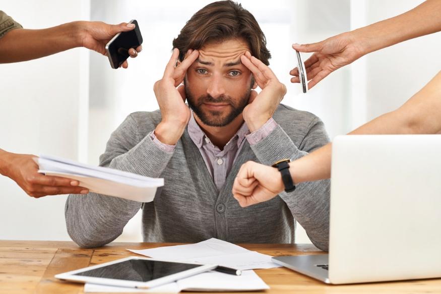काही तर त्यांच्या आरोग्याकडे एवढं दुर्लक्ष करतात की त्यांना कळतही नाही की, दररोज होणाऱ्या डोकेदुखीचं कारण मायग्रेनही असू शकतं.