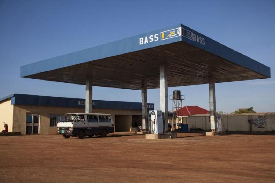 तिसऱ्या क्रमांकावर सुडान या देशाचा क्रमांक लागतो. सुडानमध्ये एक लीटर पेट्रोलची किंमत फक्त 9.87 रुपये आहे.