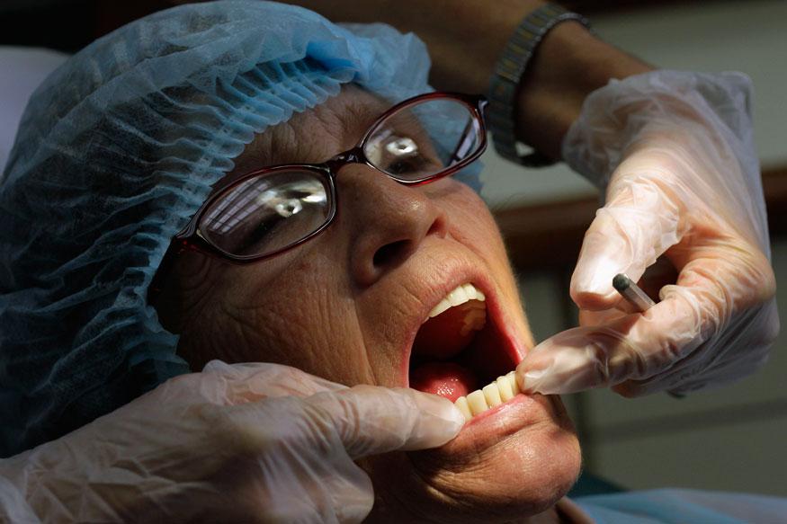 दातांच्या दु:खण्यासाठी अनेक गोष्टी कारणीभूत ठरतात. जसे कुठल्याही प्रकारच्या संसर्गामुळे, मधुमेहामुळे किंवा दातांची योग्य काळजी न घेतल्याने दातांच्या समस्या येऊ शकतात.