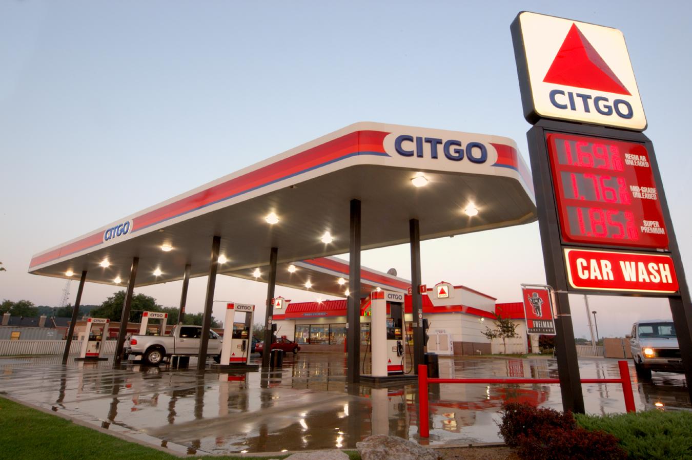 या यादीत सर्वात पहिल्या क्रमांकावर आहे व्हेनेजुएला. या देशात तुम्ही विचारही करू शकत नाही, एवढी कमी किंमत आहे. या देशात पेट्रोलची किंमत प्रती लिटर चक्क 4 पैसे आहे.