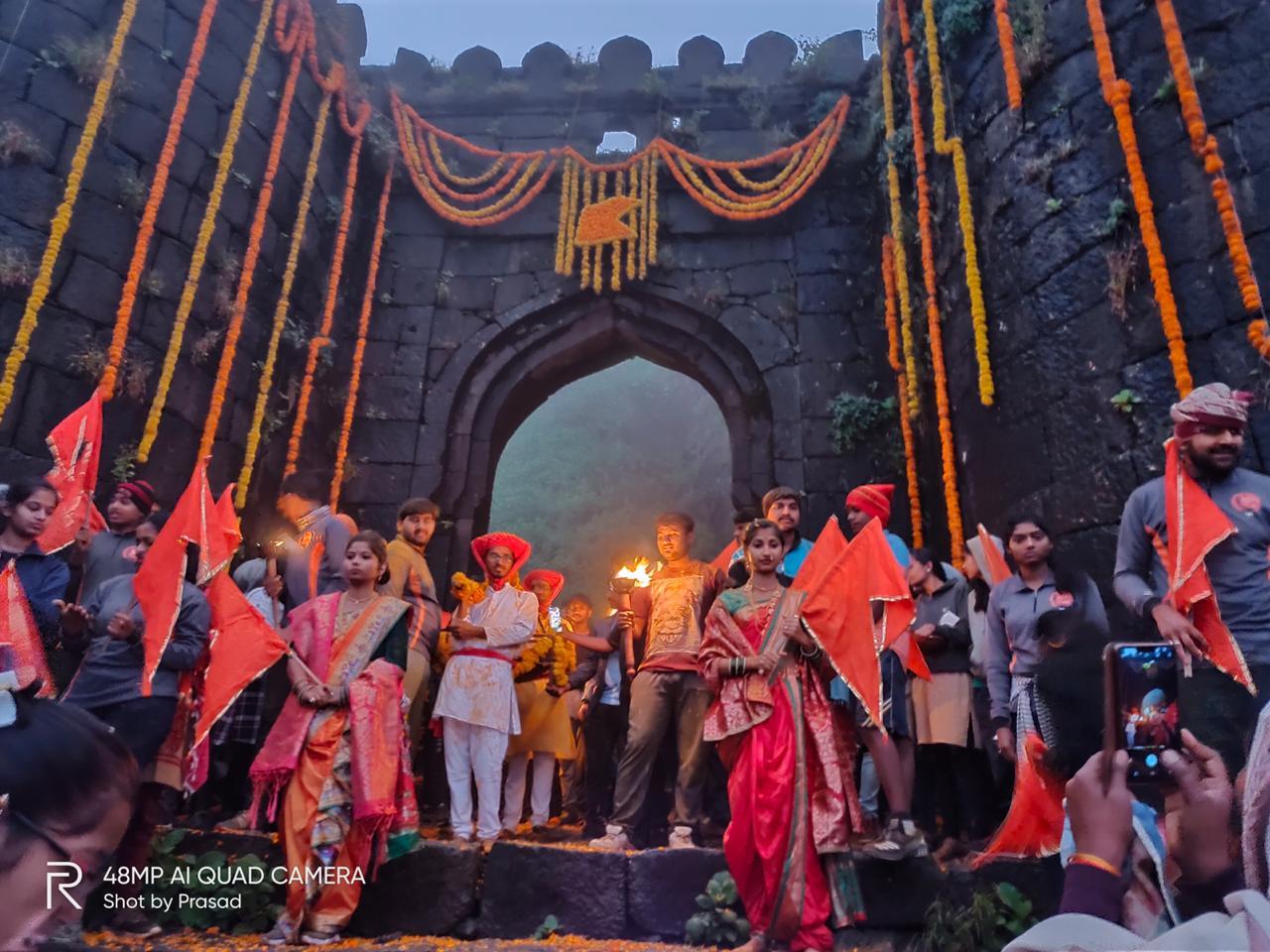 राजगडावरील पद्मावती देवीच्या मंदिरात रात्री गड जागर आयोजित केला होता. संबळाचा आवाज संपूर्ण मंदिरात घुमत होता, हा आवाज मंदिराने तब्बल 18 वर्षांनी अनुभवला. राजगड दीपोत्सव च्या निमित्ताने पुन्हा एकदा जुने वातावरणाची आठवण झाल्याची उपस्थितांनी नमूद केले.